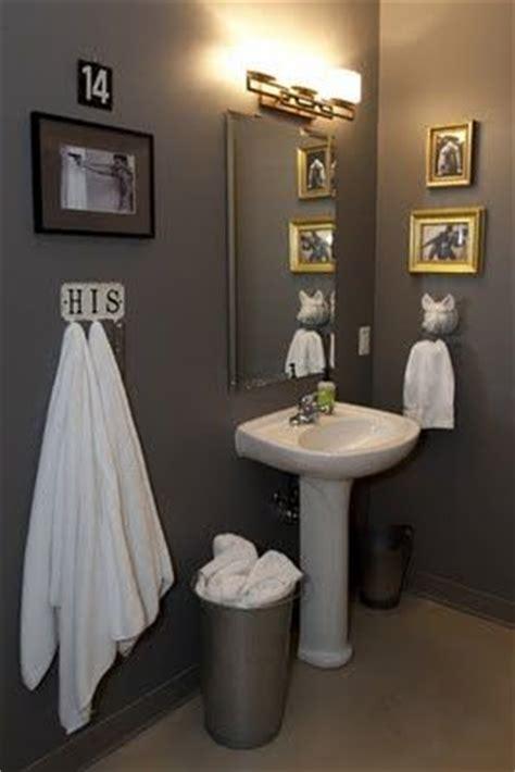 bachelor pad bathroom essentials  ideas bachelor