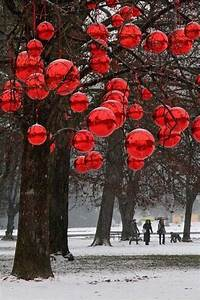 10, Cool, Ideas, To, Decorate, Garden, Or, Yard, Trees, For, Christmas
