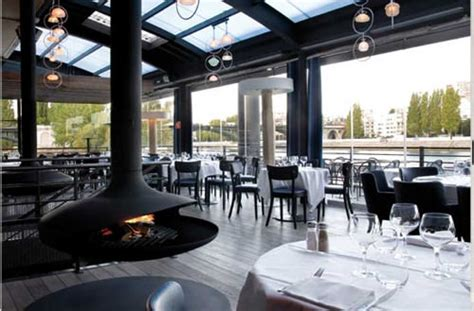 212 restaurant un joli restaurant install 233 sur une immense barge