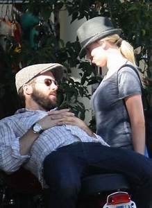 Did Scarlett Johansson Know Ryan Reynolds Was Marrying ...