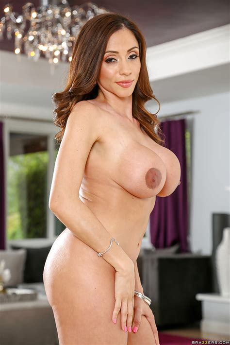 Busty Latina Milf Ariela Ferrera Playing With Huge Fake