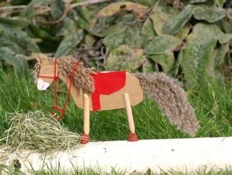 basteln mit kindern kostenlose bastelvorlage basteln fuer maedchen pferd aus pappe