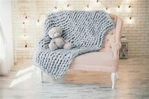 Tricoter Un Plaid En Grosse Laine : adoptez le plaid grosse maille pour un hiver cocooning ~ Melissatoandfro.com Idées de Décoration