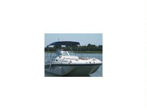 Hurricane Deck Boat Dimensions by Hurricane 260 Deck Boat En Caroline Du Nord Bateaux 224