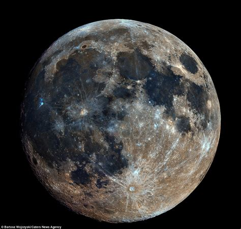 Moon Images Now That Is A Moon Image Made Of 32 000 Photographs