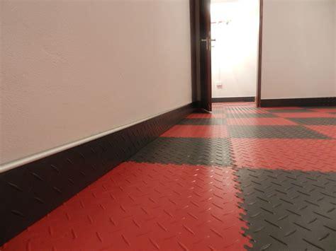 Pvc Boden Fliesen by Pvc Floor Tiles Protecting The Walls Fortelock