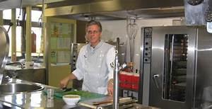 Die Küche Rheinbach : k chenmeister fred potratz bei der arbeit hier entstehen bis zu 400 mahlzeiten t glich foto ~ Markanthonyermac.com Haus und Dekorationen