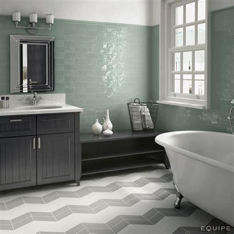 cuarto de bano  azulejos de color verde agua  brillo