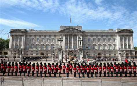 queen elizabeth ii  forced  vacate buckingham palace