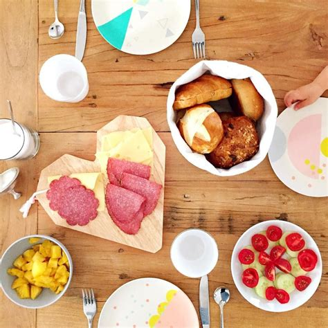 Frühstück Mit Kindern  Gäste Empfangen  Gedeckter Tisch