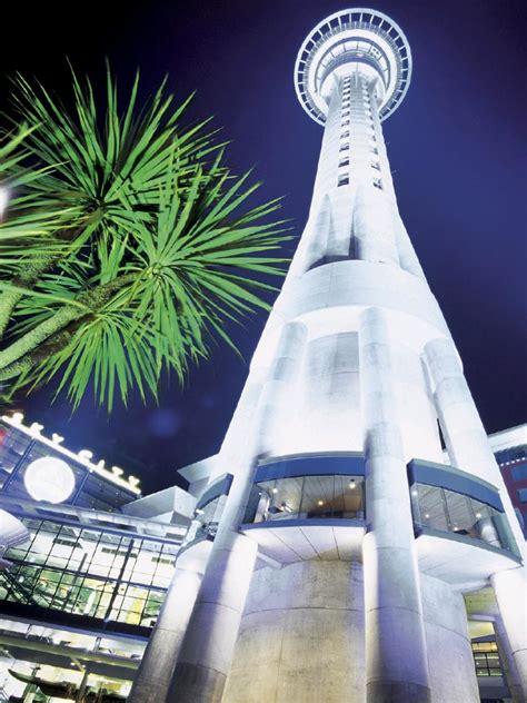 auckland city highlights   sky tower gray