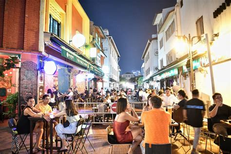 Singapore: Some diners flouting Covid-19 rules despite ...