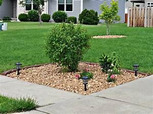 Decorating large wall corner yard landscaping ideas for Corner front yard landscaping ideas