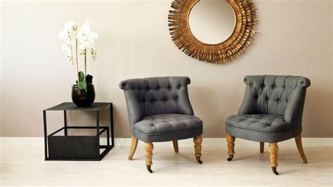 canape capitonné gris fauteuil crapaud esprit boudoir et intimiste westwing