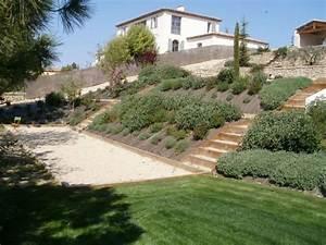 jardin amenagement paysager bute aix puyricard jardin With jardin en pente amenagement