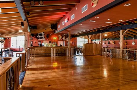 images  western barn  pinterest bar areas