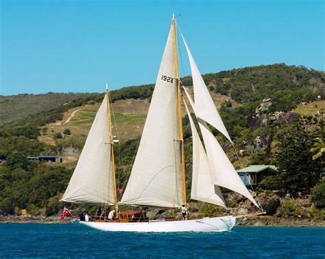 60 Ft Boat by Charles Nicholson 60 Ft Ketch Hurrica V Sailing Boats