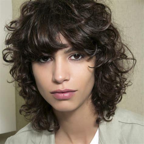 coupe cheveux frisés femme soin cheveux fris 233 s comment bien soigner ses cheveux fris 233 s