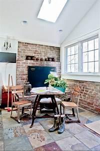 maison-renovee-design-deco-champetre-cheminee-salon-parquet