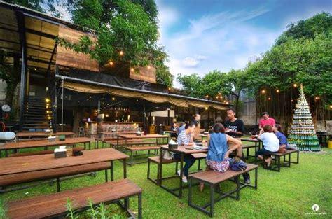 sakapatat beergarden resto semarang indonesia hours