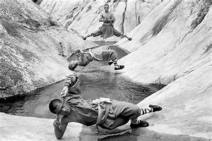 Powerful Photographs Of Shaolin Monks Practicing Kung Fu ...