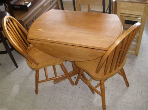 small cherry drop leaf kitchen table   chairs