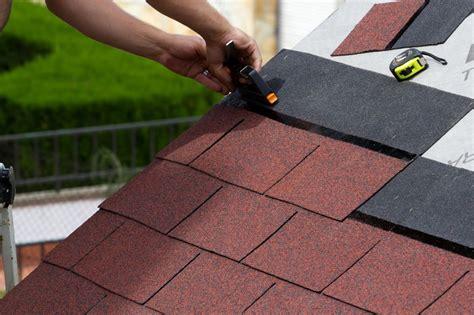 gartenhaus dachpappe schindeln verlegen gartenhaus dach decken so wird s gemacht