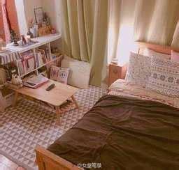 สำหรับสาวใสๆ วัยมัธยมเลยค่า เตียงใหญ่และปูพรม มีโต๊ะญี่ปุ่นวางตั้งติดตู้หนังส... | ไอเดียห้องนอน ...