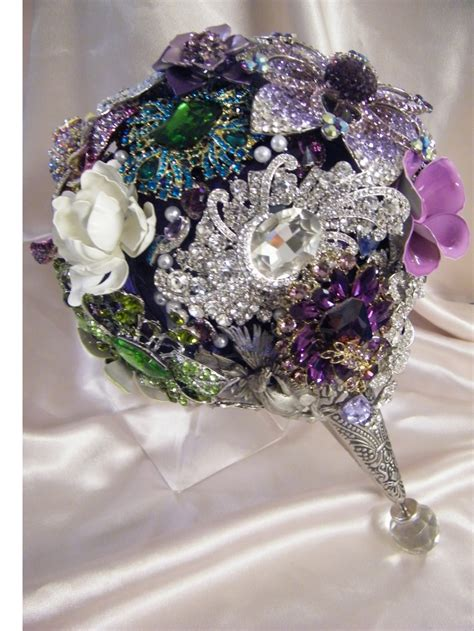 17 Best Ideas About Brooch Bouquets On Pinterest Vintage