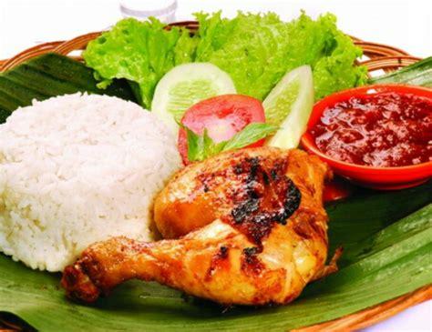 nasi uduk ayam goreng bakwan indonesian community