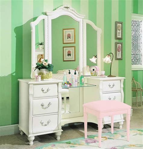 White Bedroom Vanity Set by Lip Gloss I M Dreaming Of Vanity Tables