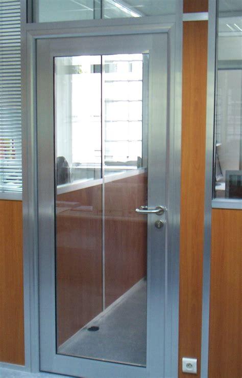 bureau bois gris les aménagements portes pour cloisons de bureau espace