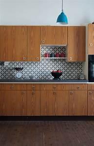 cuisine bois en noyer et credence en carreau de ciment With carreau ciment credence