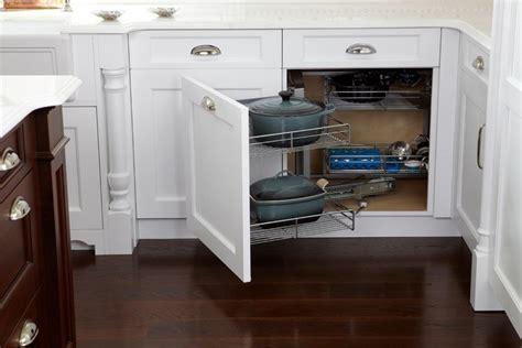 am駭agement meuble d angle cuisine meuble d angle cuisine moderne et rangements rotatifs en