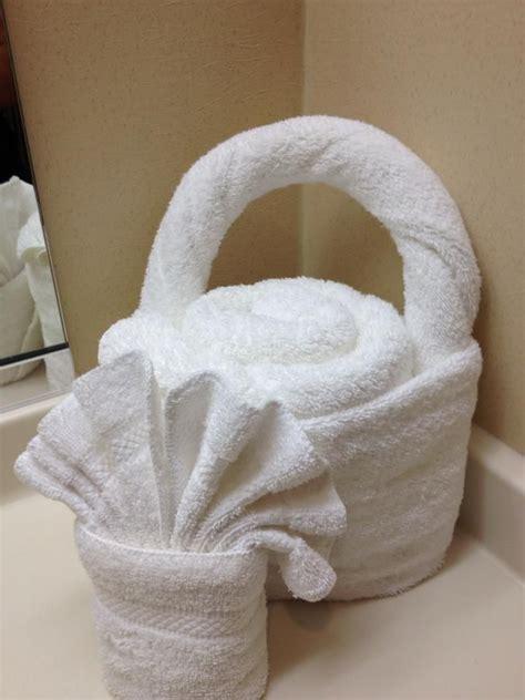 towel folding ideas for bathrooms pin by diana rosales on toallas decoradas