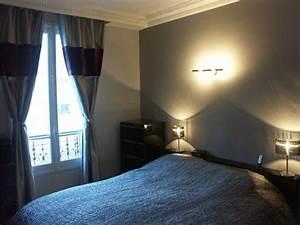 Applique Chambre Adulte : chambre coucher avec un lit deux personnes dans les tons bleu gris applique au mur pour ~ Teatrodelosmanantiales.com Idées de Décoration