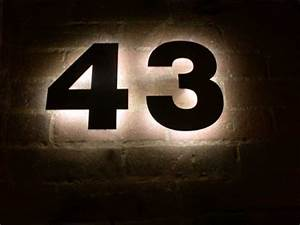 Hausnummer Beleuchtet Led : mit led s hinterleuchtete hausnummer aus tombak ~ Frokenaadalensverden.com Haus und Dekorationen