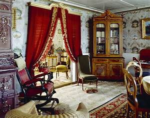 31 amazing velevt drapes and curtain decor ideas for Red velvet curtains living room