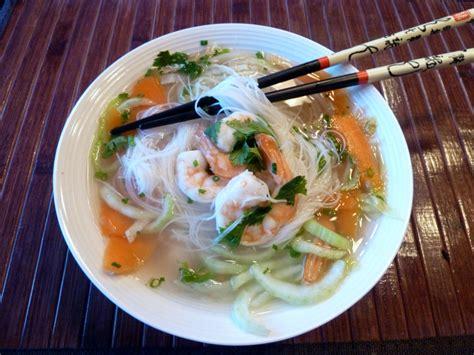 cuisine vietnamienne pho soupe vietnamienne aux crevettes et vermicelle de riz