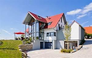Was Gehört Zur Wohnfläche Einfamilienhaus : einfamilienhaus mit zwerchgiebel und glasfront albert haus ~ Lizthompson.info Haus und Dekorationen