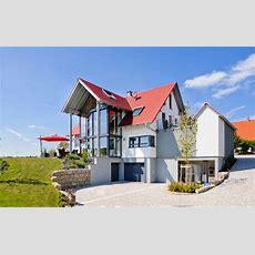 Einfamilienhaus Mit Zwerchgiebel Und Glasfront Albert Haus