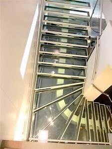 Escalier 4 Marches : escalier avec limon central et marches en verre metal concept escalier ferronnerie d 39 art ~ Melissatoandfro.com Idées de Décoration