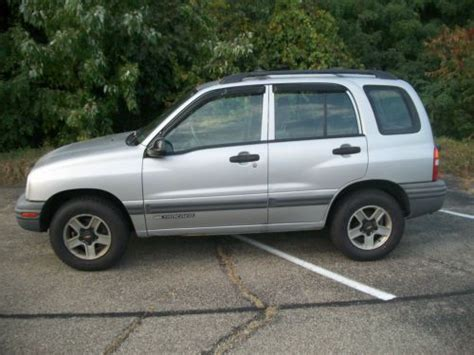 find   chevy tracker  wheel drive  door