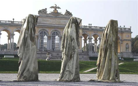 Künstler Manfred Kielnhofer Aus Österreich Und Die WÄchter