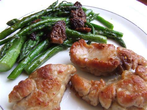 cuisiner le ris de veau ris de veau crousti fondants asperges vertes morilles