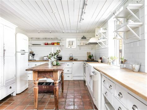 essentials   charming farmhouse style kitchen
