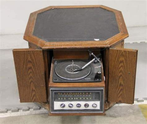Magnavox Record Player Cabinet Needle by Magnavox Automatic Turntable Fm Stereo W Cabinet Vintage