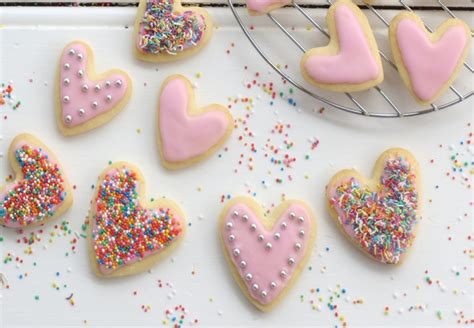decorate biscuits  fondant icing  recipes