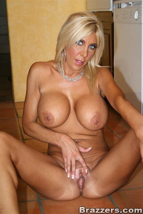 blonde milf slut gallery 1