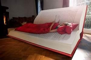 Lit En Forme De Voiture : un lit en forme de livre ~ Teatrodelosmanantiales.com Idées de Décoration